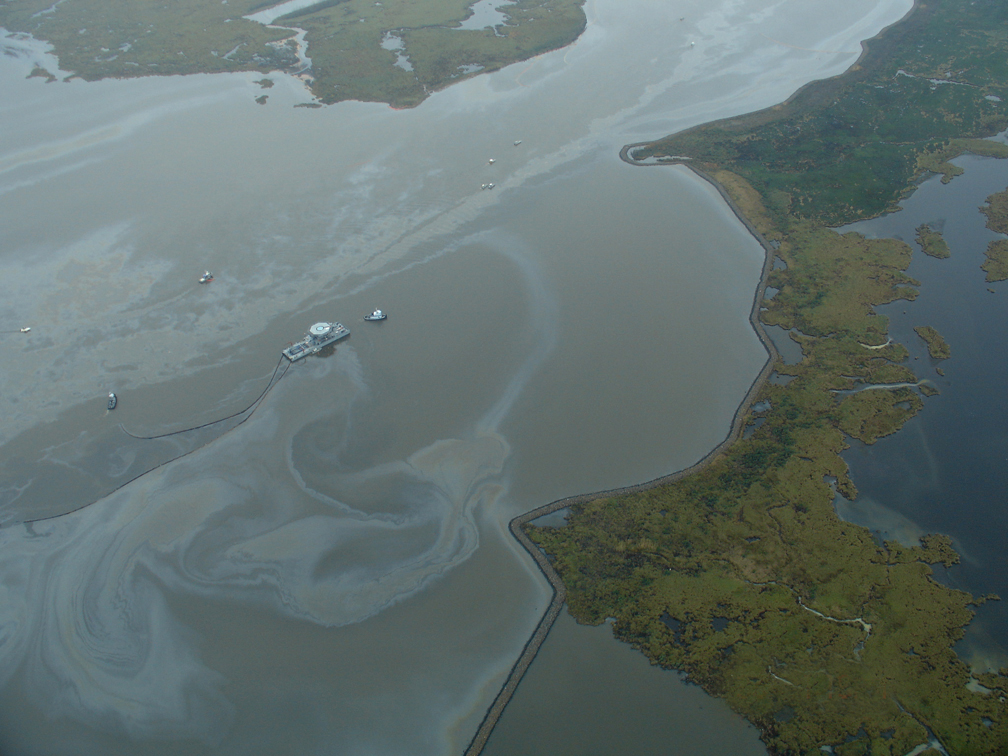 Response to well-head blowout in Lake Perot, La. on January 21, 2007 (NOAA's Office of Response and Restoration. Public domain).