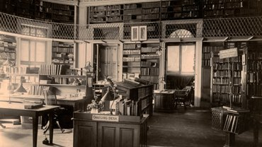 Thomas E. Marr, Charging Desk, Boston Athenaeum., 1902. Photographic print. Boston Athenaeum.